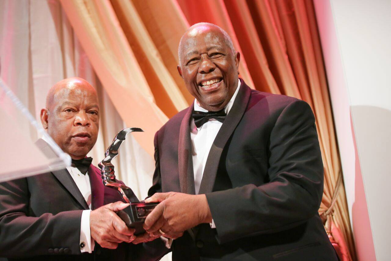 Hank Aaron with Prize, 2015