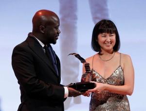 Maya Lin accepts award